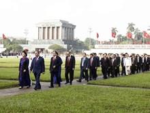 [Foto] Diputados vietnamitas rinden al presidente Ho Chi Minh