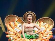 """[Fotos] Traje """"Banh Mi"""" de belleza vietnamita entre trajes típicos más hermosos de Miss Universo"""