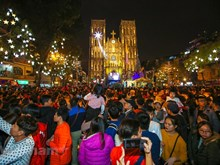 [Foto] Atmósfera de alegría predomina en ciudades vietnamitas en Navidad