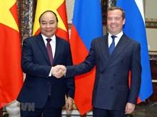 El primer ministro vietnamita, Nguyen Xuan Phuc, y su par ruso, Dmitri Medvedev, en una conversación oficial en Moscú.