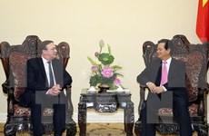 Recibe premier al flamante embajador húngaro