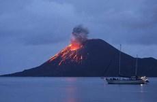 Cerrados aeropuertos indonesios por erupciones de volcanes