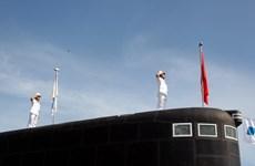 Khanh Hoa: Izamiento de bandera nacional en dos submarinos Kilo