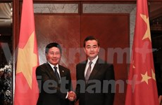 Cancilleres de Vietnam y China intercambian asuntos de interés común