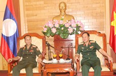Vietnam y Laos intercambien experiencias sobre política militar