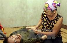Vietnamitas unen manos por victimas de agente naranja