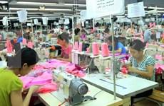 """Fuerte """"ola"""" de inversión foránea en confecciones-textiles de Vietnam"""