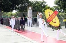 Rinden tributos dirigentes vietnamitas a Ho Chi Minh y héroes caídos