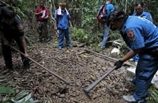 Malasia descubre fosas comunes cerca de frontera con Tailandia