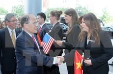 Dirigente vietnamita conversa con parlamentarios estadounidenses