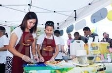 Platos tradicionales vietnamitas conquistan a amigos internacionales