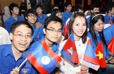 Jóvenes vietnamitas y laosianos orgullosos por relaciones bilaterales