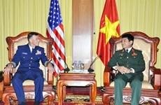 Delegación del Guardacostas de Estados Unidos visita Vietnam