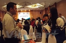 Exposición sobre estudio en Estados Unidos en Hue