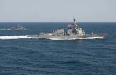 Destructor de EE.UU. patrulla en Mar Oriental