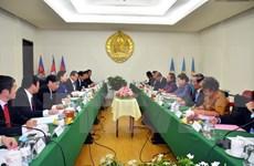Delegación partidista vietnamita visita Cambodia