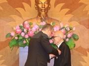 Otorgan alta condecoración húngara a profesor vietnamita