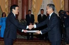 Recibe presidente vietnamita a nuevos embajadores