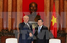 Presidente vietnamita recibe al gobernador de San Petersburgo