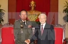 Líder partidista recibe a ministro cambodiano de Defensa