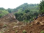 Deslave deja al menos tres muertos en Indonesia