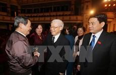 Líderes se reúnen con diputados de Hanoi de distintas generaciones