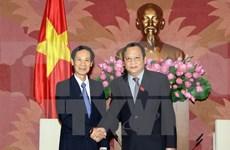Delegación parlamentaria laosiana visita Vietnam
