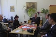 Parlamentario y periodistas checos confían en éxito de renovación vietnamita
