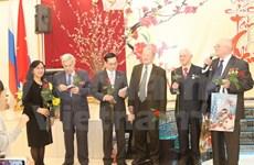 Vietnamitas en el extranjero celebran el Tet