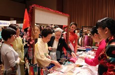 Vietnam participa en feria caritativa de la Asociación de Mujeres de Asia-Pacífico