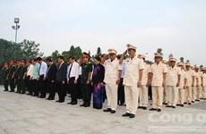 Líderes de Ciudad Ho Chi Minh rinden homenaje a soldados mártires