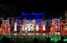 Deleitan al público melodías de música y danza real de Vietnam