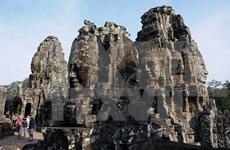 Camboya prohíbe vehículos en calle frente a Angkor Wat