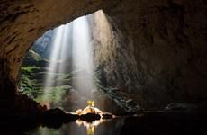 Embajadores extranjeros exploran la cueva Son Doong