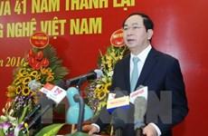 Presidente de Vietnam recibe a delegación empresarial internacional