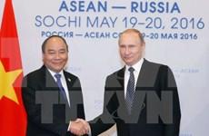 Premier vietnamita dialoga con presidente ruso en ciudad de Sochi