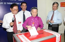 Entusiastas votantes vietnamitas en gran fiesta nacional