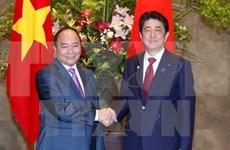 Primer ministro de Vietnam conversa con Shinzo Abe