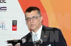 Viceprimer ministro de Vietnam recibe a saliente embajador australiano