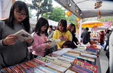 Animado mercado de libros para niños en Vietnam