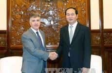 Presidente vietnamita recibe a salientes embajadores de Argentina y Myanmar