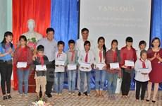 Entregan becas a alumnos desfavorecidos en Vietnam