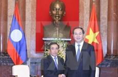 Presidente de Vietnam recibe a vicepresidente de Laos