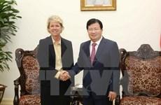 Vicepremier de Vietnam recibe a representante de Siemens