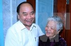 Premier visita a familias beneficiarias de política en Can Tho