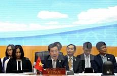 Vicepremier vietnamita activo en encuentros bilaterales en marco de AMM 49