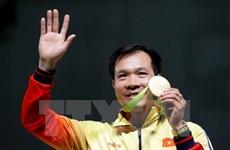Primer ministro de Vietnam felicita a Hoang Xuan Vinh por su medalla histórica