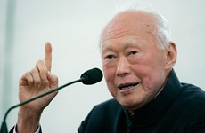 Presentan en Vietnam colección de libros sobre Singapur y Lee Kuan Yew