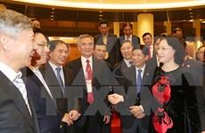 Piden a embajadores vietnamitas coadyuvar más activamente a integración global