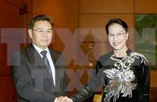 Líder parlamentaria de Vietnam recibe al jefe de organización de masas de Laos